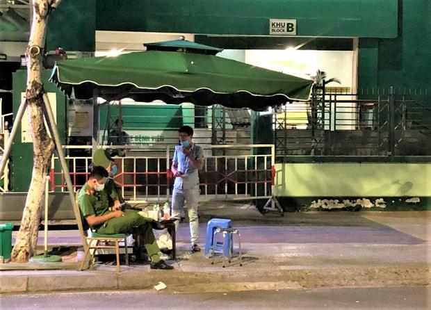 Bệnh viện Hoàn Mỹ Đà Nẵng bị phong tỏa sau khi có ca người Mỹ nhiễm Covid-19 - Ảnh 3.