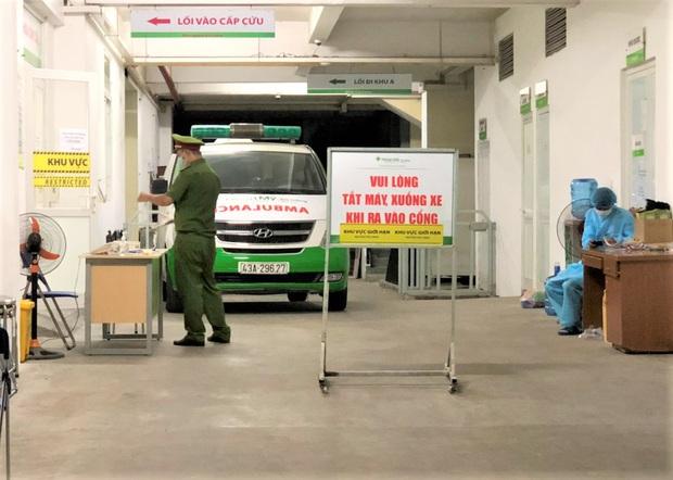 Bệnh viện Hoàn Mỹ Đà Nẵng bị phong tỏa sau khi có ca người Mỹ nhiễm Covid-19 - Ảnh 4.