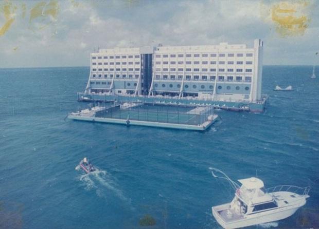 """Loạt ảnh và bí mật hiếm hoi về """"khách sạn nổi"""" đầu tiên ở Việt Nam – công trình du lịch có số phận hẩm hiu nhất thế giới - Ảnh 7."""