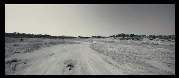 ITZY và (G)I-DLE sẽ chiến nhau ở sa mạc trong MV mới, không biết có bàn bạc chung ekip không mà teaser video giống nhau thế này? - Ảnh 5.