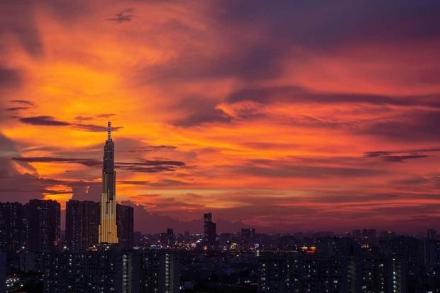 Dân mạng rần rần chia sẻ bầu trời hoàng hôn ở Sài Gòn có hình ảnh tuyệt đẹp giống như phượng hoàng - Ảnh 5.