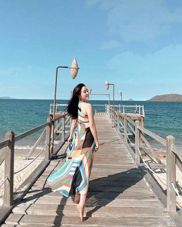 Váy đi biển của sao Việt xinh ngất ngây, chị em diện theo là có style đẹp tức thì - Ảnh 5.