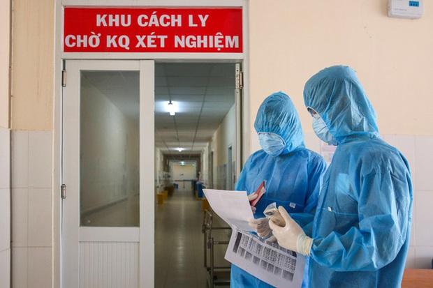 Kỹ thuật viên BV Đà Nẵng đến siêu thị Co.opmart Bình Than, đi đám cưới và thường xuyên đi ăn sáng tại quán bún trước khi phát hiện mắc Covid-19 - Ảnh 1.