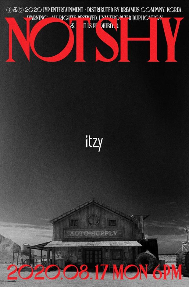 ITZY tung trailer siêu xịn cho album Not Shy nhưng JYP thiết kế poster muôn đời vẫn phèn làm fan thấy... xấu hổ giùm! - Ảnh 1.