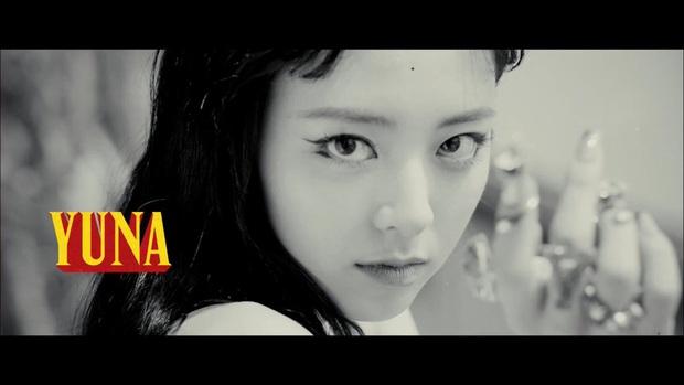 ITZY tung trailer siêu xịn cho album Not Shy nhưng JYP thiết kế poster muôn đời vẫn phèn làm fan thấy... xấu hổ giùm! - Ảnh 5.