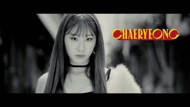 ITZY tung trailer siêu xịn cho album Not Shy nhưng JYP thiết kế poster muôn đời vẫn phèn làm fan thấy... xấu hổ giùm! - Ảnh 4.
