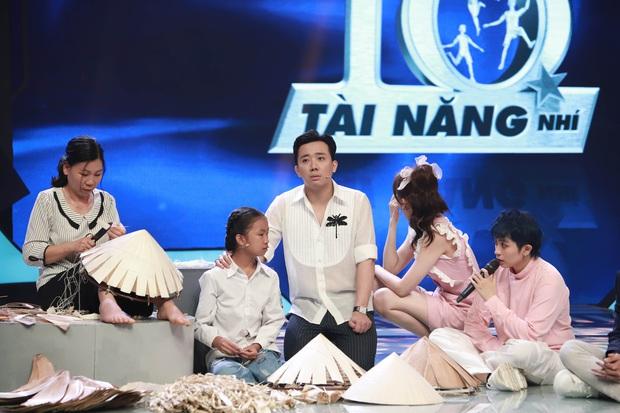 Trấn Thành, Hari Won, Ngô Kiến Huy tài trợ học bổng cho cô bé bị cha bỏ rơi, mưu sinh với mẹ và bà bị bệnh nặng - Ảnh 3.