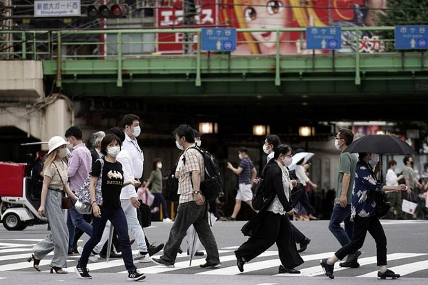 Covid-19 lập đỉnh mới, Tokyo có thể sẽ tự tuyên bố tình trạng khẩn cấp - Ảnh 1.
