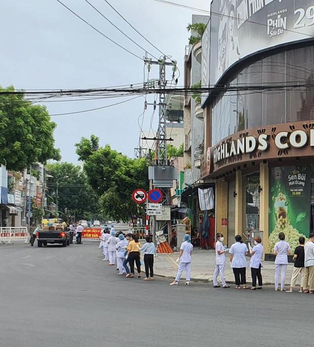Nhìn những hình ảnh này mới thấy Đà Nẵng đang chung sức, đồng lòng chống dịch Covid-19 với quyết tâm cao như thế nào! - Ảnh 10.