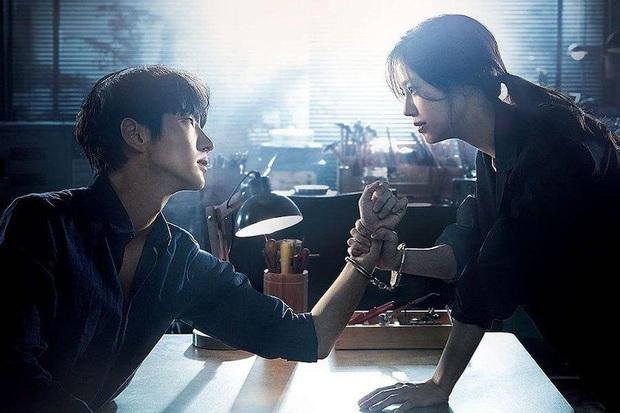 Review Flower Of Evil: Nội dung hấp dẫn nhưng chưa đủ ấn tượng, diễn xuất của Lee Jun Ki cứu cả bộ phim - Ảnh 2.