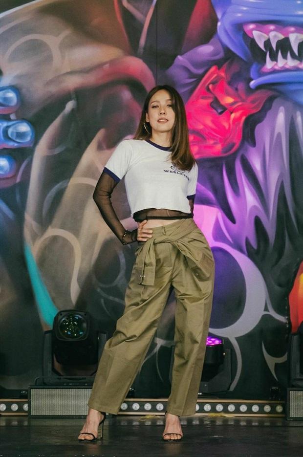 Đã 41 tuổi nhưng chị đại Lee Hyori vẫn diện ngon ơ loạt outfit xì tin chơi bời, gái đôi mươi chưa chắc đã đuổi kịp - Ảnh 5.