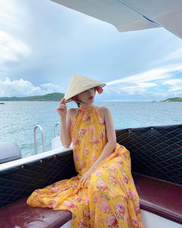 Váy đi biển của sao Việt xinh ngất ngây, chị em diện theo là có style đẹp tức thì - Ảnh 11.