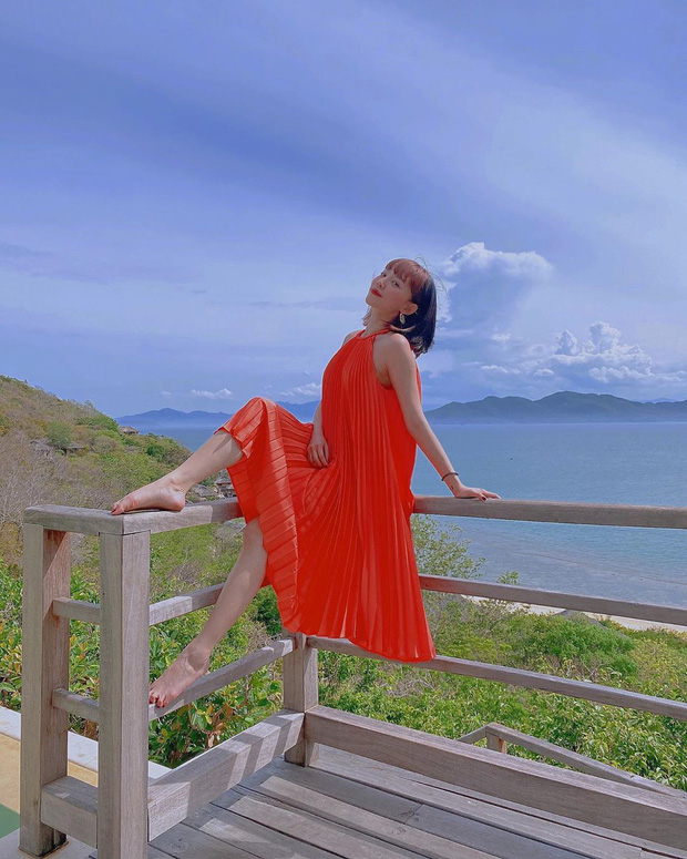 Váy đi biển của sao Việt xinh ngất ngây, chị em diện theo là có style đẹp tức thì - Ảnh 7.