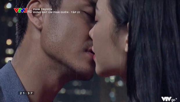 Quỳnh Kool vã mồ hôi vì phải hôn anh giáo Thanh Sơn tới 7 lần ở hậu trường Đừng Bắt Em Phải Quên - Ảnh 1.
