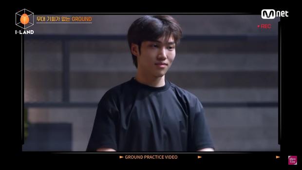Thí sinh Việt Nam ghi điểm tại tập 2 I-LAND bằng một hành động ấm áp dành cho thực tập sinh người Hàn - Ảnh 2.