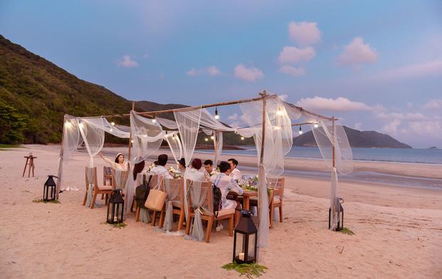 Rich kid Ngọc Thanh Tâm tổ chức sinh nhật bên hội bạn thân đình đám Vbiz: Thuê hẳn resort 5 sao, cùng ăn mừng trên biển! - Ảnh 8.