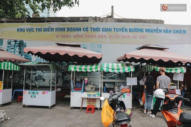 Phố hàng rong đầu tiên ở Sài Gòn hiện giờ ra sao sau gần 3 năm hoạt động? - Ảnh 1.