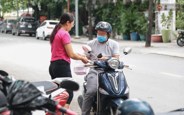 Phố hàng rong đầu tiên ở Sài Gòn hiện giờ ra sao sau gần 3 năm hoạt động? - Ảnh 12.