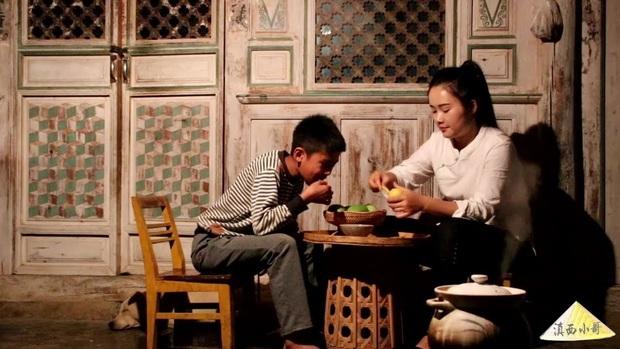 """Ngay tại Trung Quốc đã có loạt vlogger phong cách na ná Lý Tử Thất, có người còn gần như """"copy"""" nguyên si - Ảnh 8."""
