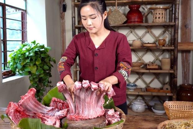 """""""Tiên nữ đồng quê"""" Lý Tử Thất, """"Thánh ăn công sở"""" Tiểu Dã và 2 YouTuber ăn uống đình đám nhất Trung Quốc hiện nay - Ảnh 9."""