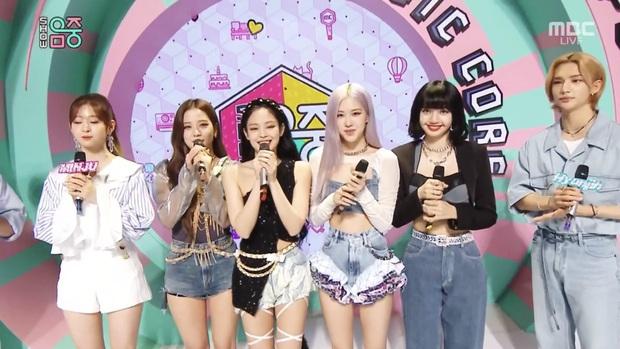 BLACKPINK lộng lẫy và trình diễn xuất sắc ở Music Core, cái gì cũng ổn chỉ trừ... chiếc quần bèo nhúm của Rosé? - Ảnh 8.