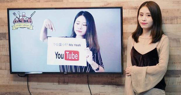 """""""Tiên nữ đồng quê"""" Lý Tử Thất, """"Thánh ăn công sở"""" Tiểu Dã và 2 YouTuber ăn uống đình đám nhất Trung Quốc hiện nay - Ảnh 7."""
