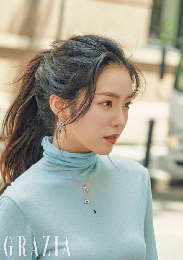 """Stylist """"bóc trần"""" bí kíp buộc tóc của Irene, bảo sao cô luôn xinh đẹp khiến dân tình ngắm mãi không chán - Ảnh 2."""