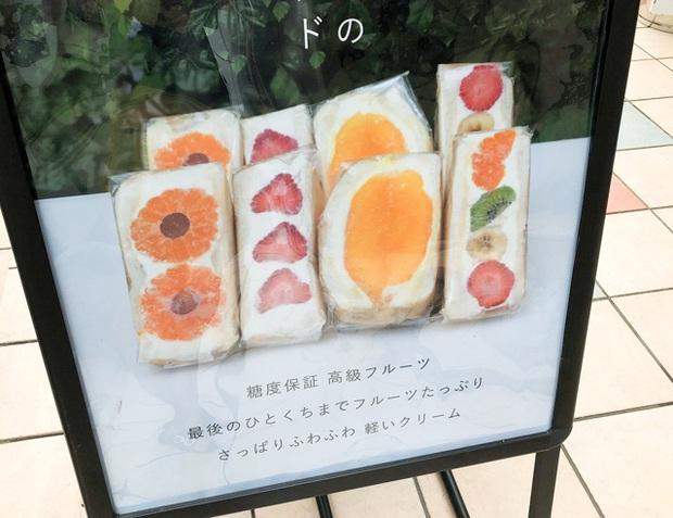 Ngỡ ngàng trước những chiếc bánh sandwich hoa đẹp như mơ, giá từ... 170k/chiếc - Ảnh 2.