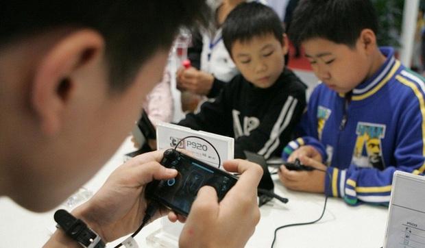 Dùng CMT giả, ra quán net, quét mặt bố mẹ khi ngủ: Muôn vàn cách thỏa mãn cơn thèm game của trẻ em Trung Quốc - Ảnh 3.