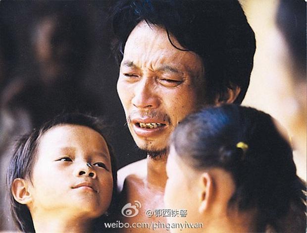 """Cuộc sống sau 22 năm của cô bé 7 tuổi kiên cường ôm thân cây suốt 9 tiếng giữa trận """"đại hồng thủy"""" năm 1998 - Ảnh 3."""