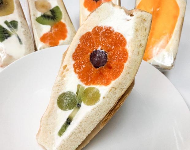 Ngỡ ngàng trước những chiếc bánh sandwich hoa đẹp như mơ, giá từ... 170k/chiếc - Ảnh 7.