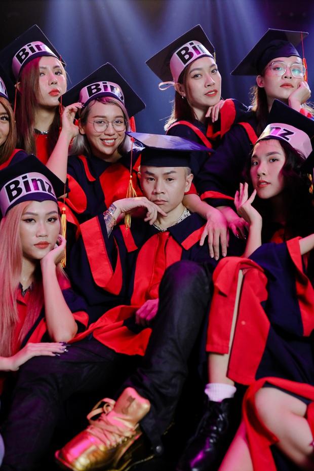 Ai yêu Binz hẳn cũng sẽ lo ngay ngáy khi xem loạt MV toàn thấy dàn hotgirl nóng bỏng vây quanh, chỉ duy nhất 1 MV là bình yên - Ảnh 9.