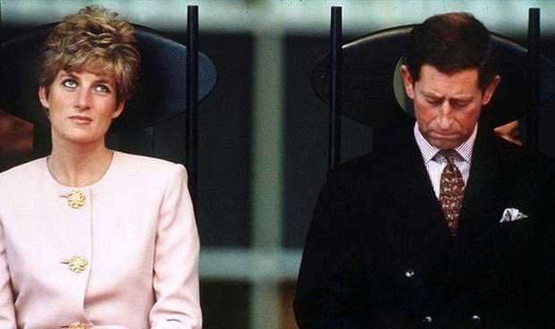 Ngay khi hạ sinh Hoàng tử Harry, Công nương Diana đã nhận ra cuộc hôn nhân toàn bi kịch của mình sẽ tan vỡ không sớm thì muộn? - Ảnh 3.