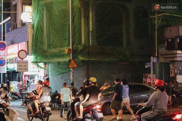 Kinh tế đêm ở phố Tây Sài Gòn đang cầu cứu: Nhân viên... năn nỉ khách Việt vào quán, cầm cự vượt qua khủng hoảng - Ảnh 4.