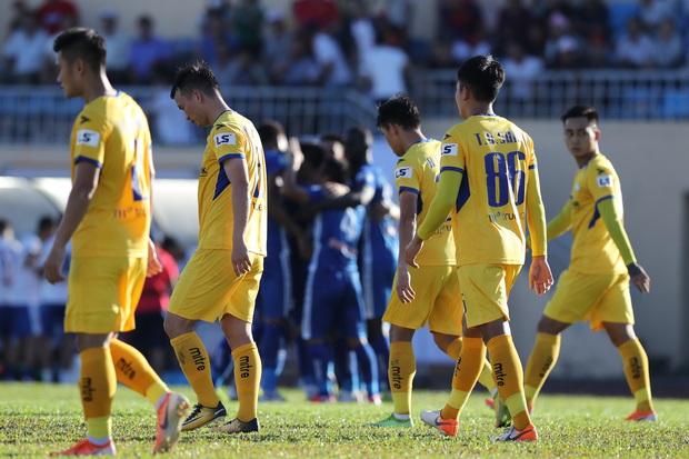 Phan Văn Đức cảm thán: Trọng tài như thế thì bóng đá Việt Nam lúc nào phát triển - Ảnh 8.