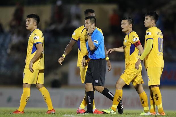 Phan Văn Đức cảm thán: Trọng tài như thế thì bóng đá Việt Nam lúc nào phát triển - Ảnh 5.