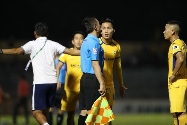 Phan Văn Đức cảm thán: Trọng tài như thế thì bóng đá Việt Nam lúc nào phát triển - Ảnh 6.