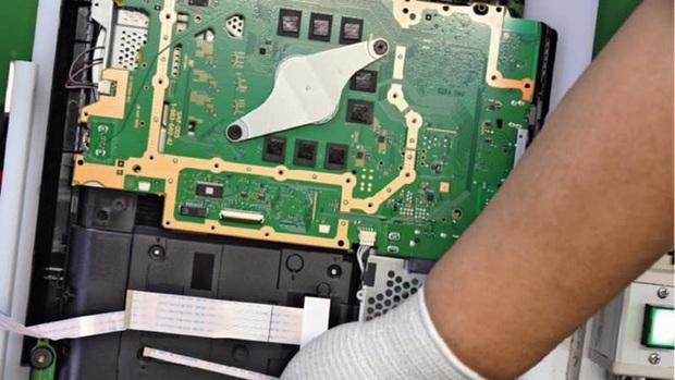 Vũ khí bí mật của PlayStation: Một nhà máy sản xuất gần như tự động hoàn toàn - Ảnh 2.