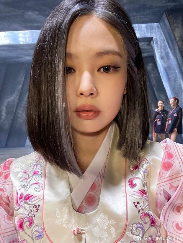Jennie gây sốt với bài đăng đầu tiên chào fan Trung, hot nhất mái tóc chuẩn BLACKPINK cùng má bánh bao siêu cute - Ảnh 4.