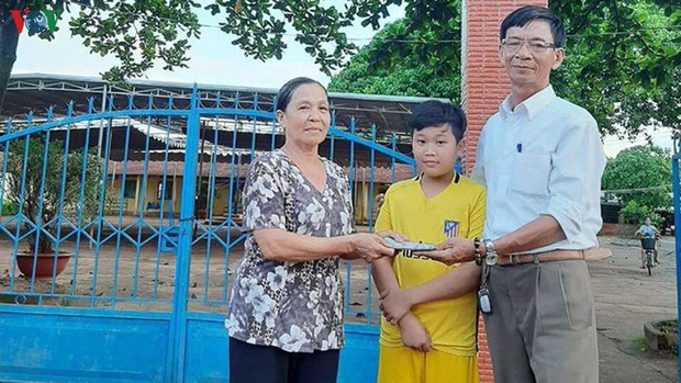 Cậu học sinh trả lại 50 triệu đồng, người bị mất xin nhận làm con nuôi - Ảnh 1.