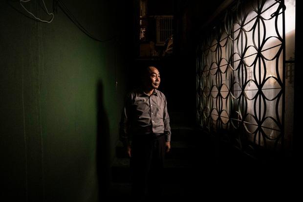 Nỗi ám ảnh cái nóng mùa hè trong những căn phòng chật hẹp khu ổ chuột Hàn Quốc, nơi người già bất lực còn người trẻ thì ôm mộng đổi đời - Ảnh 3.