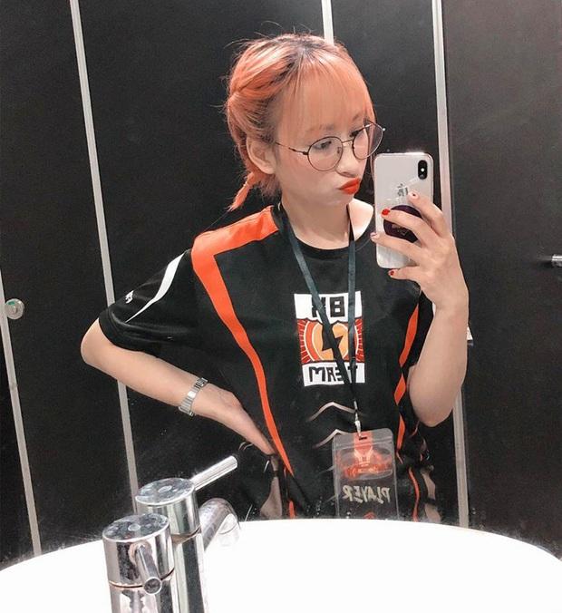 Soi profile MewKiu - nữ game thủ duy nhất tại Free Fire ĐTST mùa Hè 2020, vừa xinh đẹp lại sấy MP4 chuẩn hơn hàng tá cánh mày râu - Ảnh 9.
