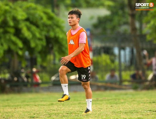 Vi vu đi chơi nhưng Huỳnh Anh vẫn nhớ quay về Hà Nội trong ngày Quang Hải có thể trở lại  - Ảnh 2.