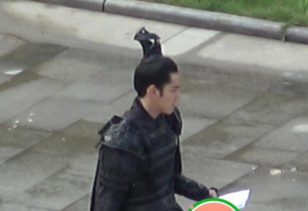 Ngô Diệc Phàm xuất hiện tại phim trường sau ồn ào tranh đất diễn với Dương Tử, đập tan tin đồn bỏ vai - Ảnh 5.