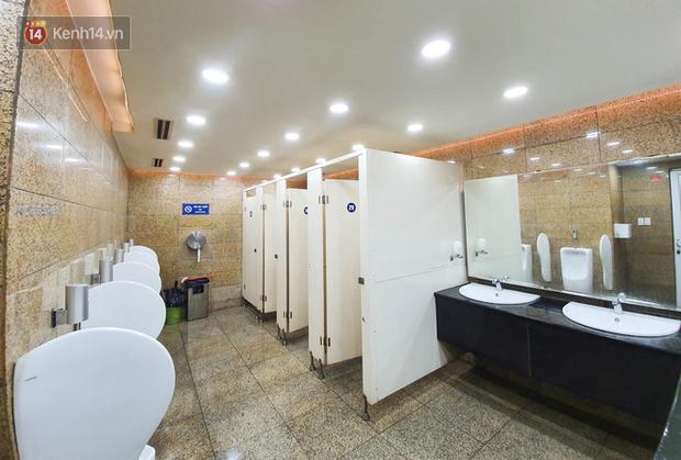 Đã qua cái thời chật chội bốc mùi, đây là câu trả lời của người Sài Gòn khi sử dụng nhà vệ sinh công cộng: Sạch sẽ lắm! - Ảnh 12.