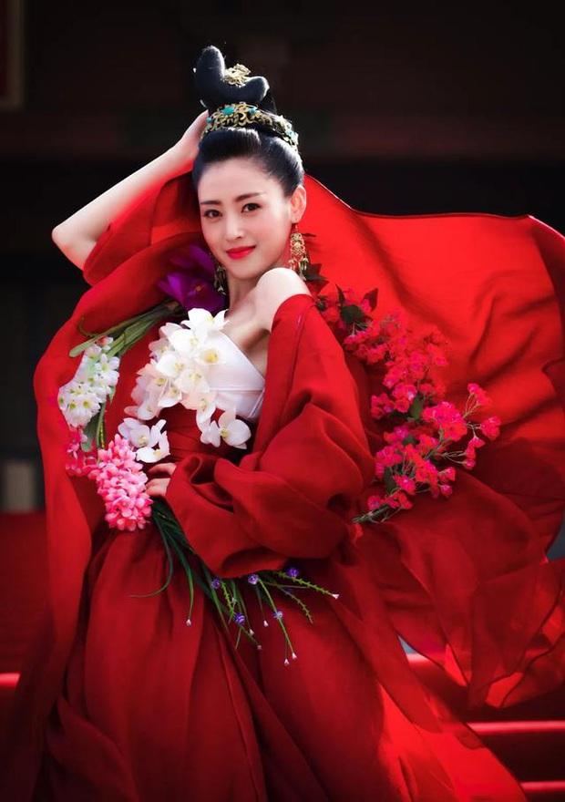 10 mỹ nữ web drama hot nhất xứ Trung: Thiếu sao được Thánh nữ xuyên không Triệu Lộ Tư - Ảnh 1.