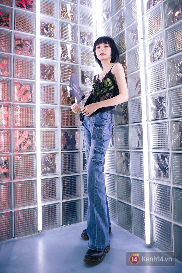 Clip: Bóc giá outfit giới trẻ Sài Gòn đi sự kiện mới thấy khi bạn cool, diện đồ 50k vẫn cứ đẹp - Ảnh 4.