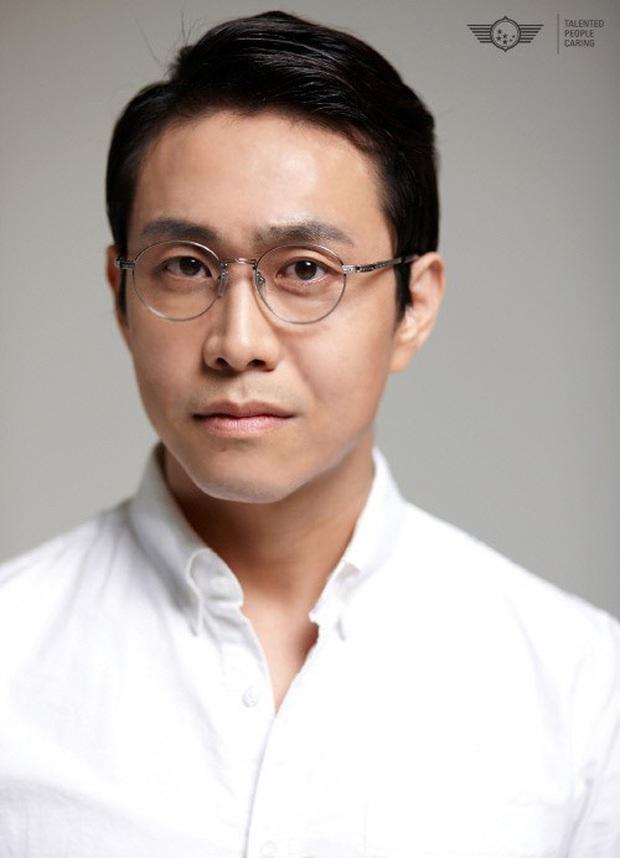 Oh Jung Se - Gã đàn ông gàn dở âm thầm tạo hào quang cho Khi Hoa Trà Nở và Điên Thì Có Sao - Ảnh 1.