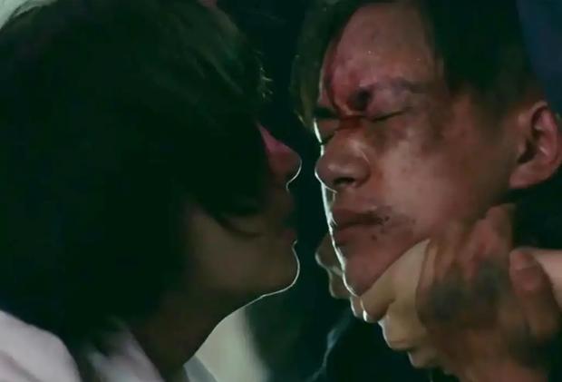 Nhìn lại nụ hôn màn ảnh đầu tiên của 10 nam thần Cbiz: Choáng nhất là màn khóa môi đàn anh của Lay (EXO) - Ảnh 20.