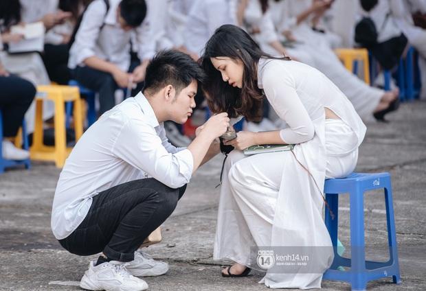 Trai Chu Văn An 10 điểm ga-lăng: Thấy bạn nữ hỏng giày sửa giúp chứ tụi mình hông có yêu đương gì nha - Ảnh 3.